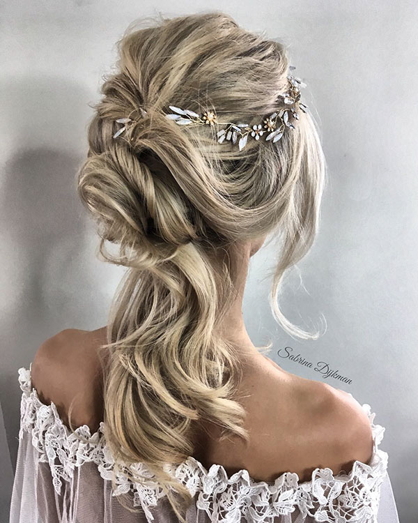Cute Medium Bridal Hairstyles